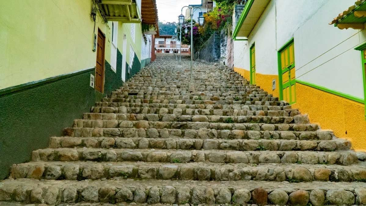 the passage of 100 stairs Jerico Colombia