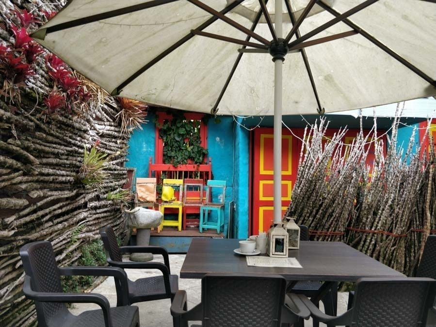the outdoor garden at El Saturia Cafe in Jerico Colombia