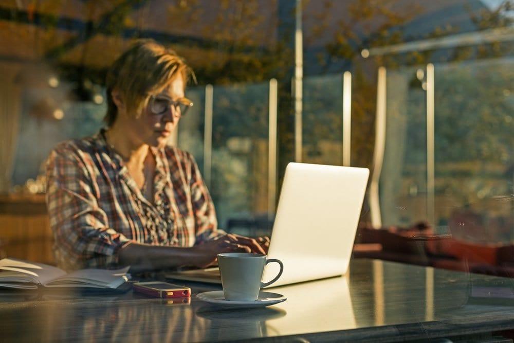 digital nomad working online